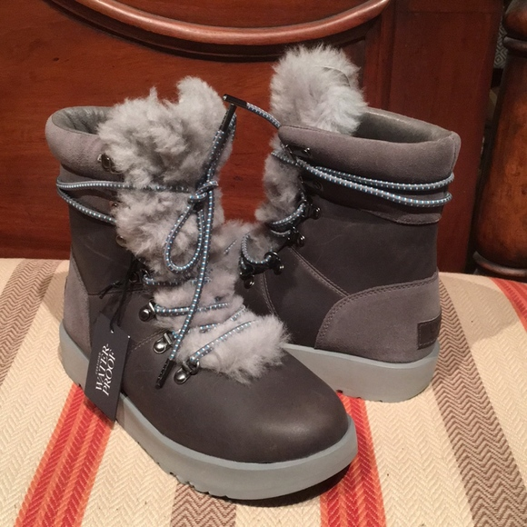 0ec58c88db4 UGG Womens Viki Waterproof Lace-up snow Boots